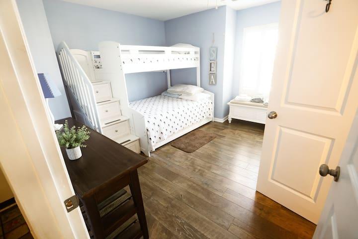 Kids Room, trundle bed under bunk bed