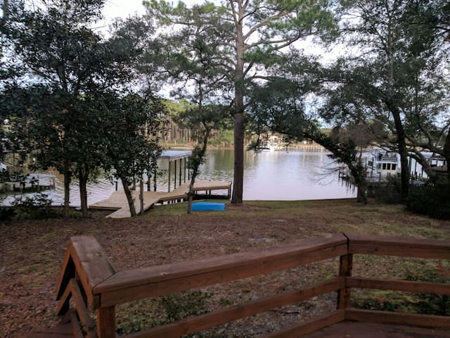 Waterfront Shalimar home with Dock!