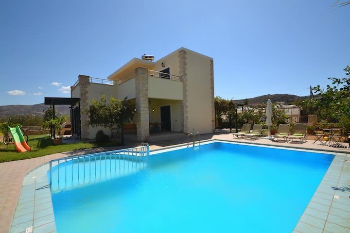 Christina1 Beautiful villa,Private Pool,Beach & Taverns