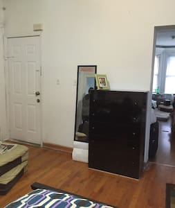 2 rooms with kitchen and bathroom , journal square - Jersey City