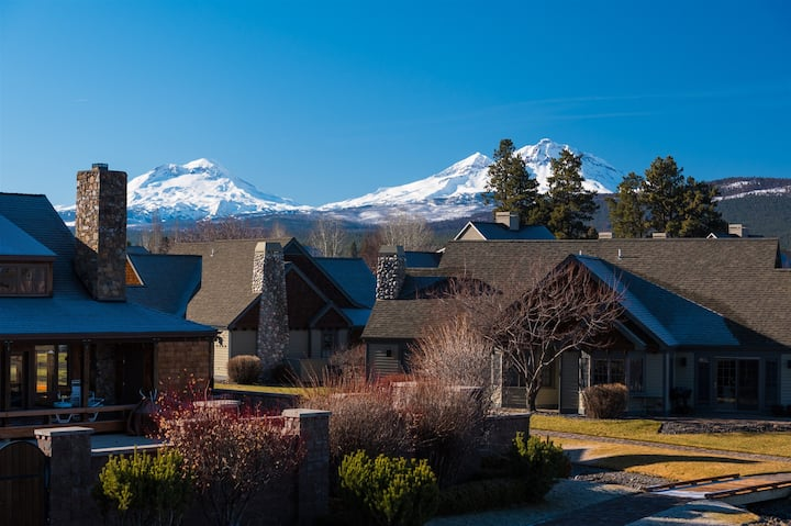 Riley`s Mt View - Walk to everything in Sisters from this spacious Sisters Vacation Condo in Pine Meadow Village. Sleeps up to 6 and includes free access to PMV amenities, including seasonal pool and hot tub across the street.