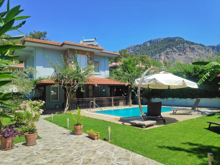 Best Location Family Villa For Rent