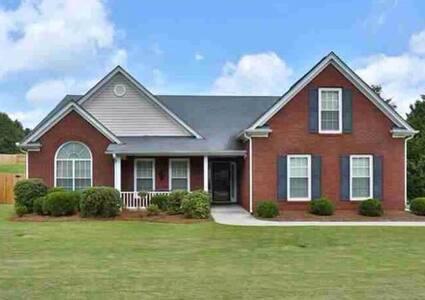Beautiful home in Buford, GA 3 Bedrooms