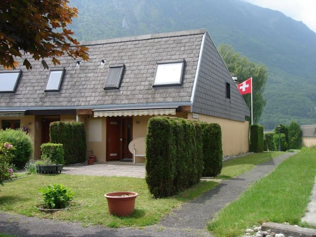 House in Paradise with semi-private lake & beaches - Port-Valais - House