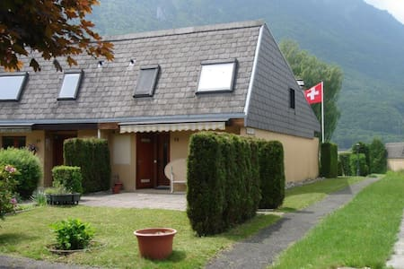 House in Paradise with semi-private lake & beaches - Port-Valais - Casa