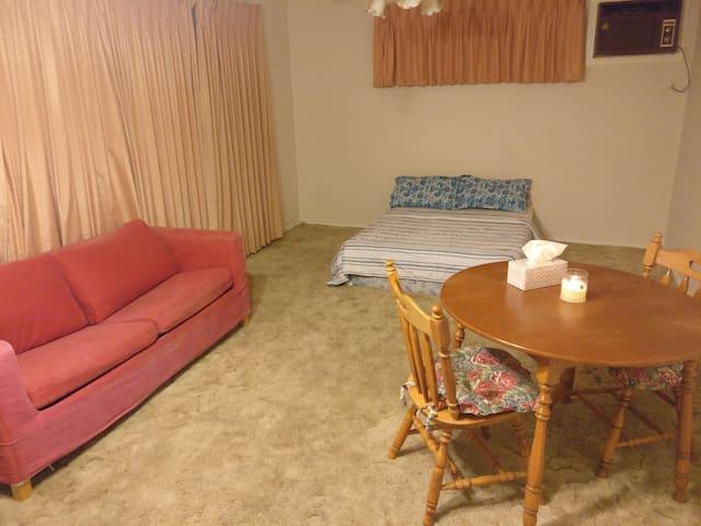 Large cozy studio room sleeps upto 4 people