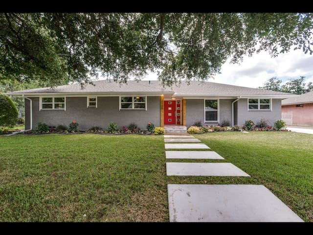 Luxury 4 Bedroom Remodel Close To Everything!