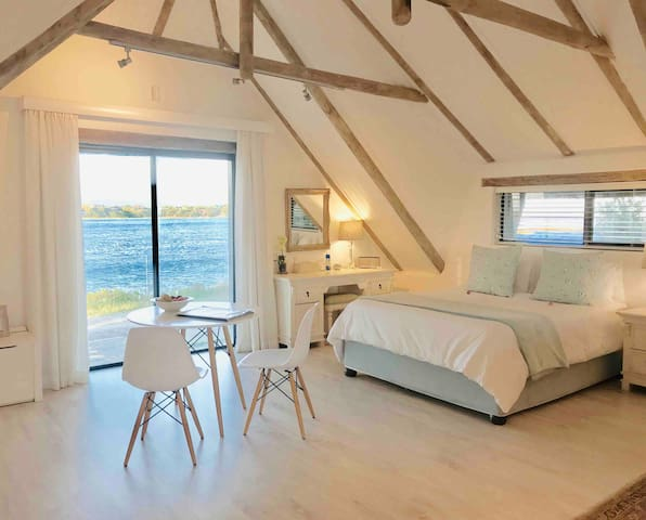 Studio Flat with Ocean Views