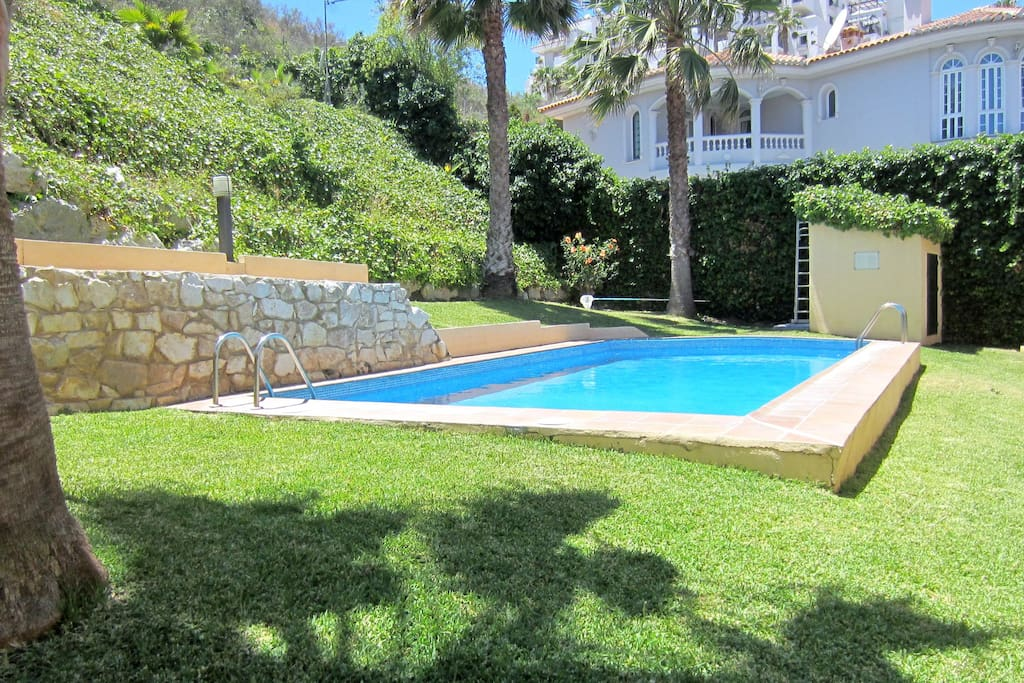 Shared swimming pool with only 3 other villas. Piscina compartida con 3 viviendas más.