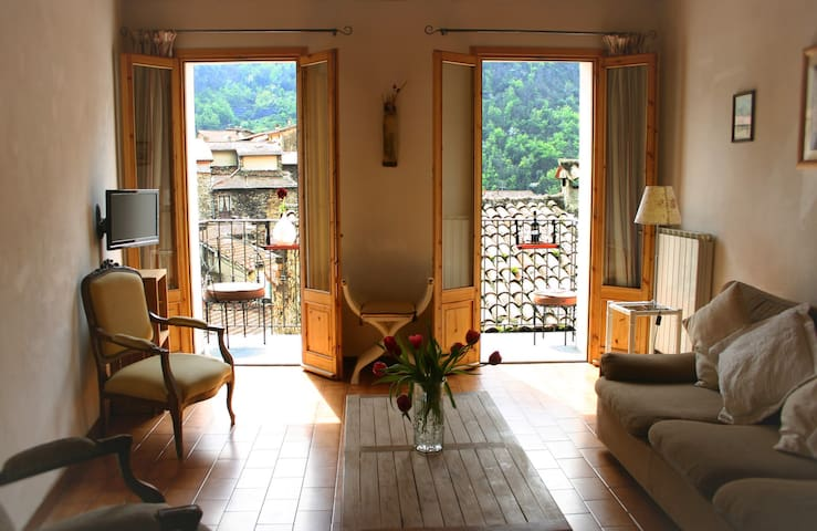 Cute Townhouse in Pigna, Liguria
