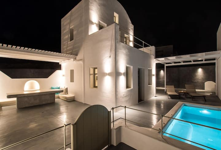 R 275 Deluxe Villa with Heated Private Pool, Sea Views ,Breakfast Included