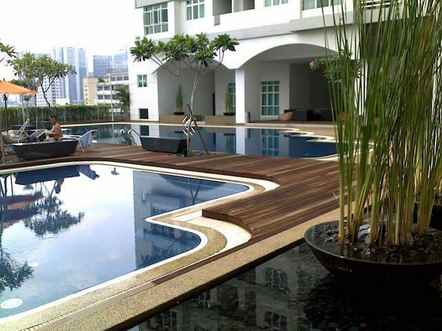 Kuala Lumpur Central 1 Small Room With Pool & Gym - Kuala Lumpur - Condo