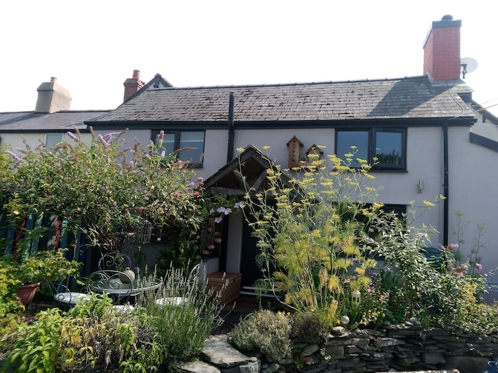 North Wales cottage, cozy with own herb garden,