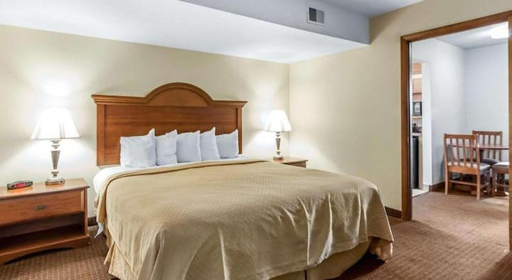 Compelling Suite Double Bed At Pigeon Forge