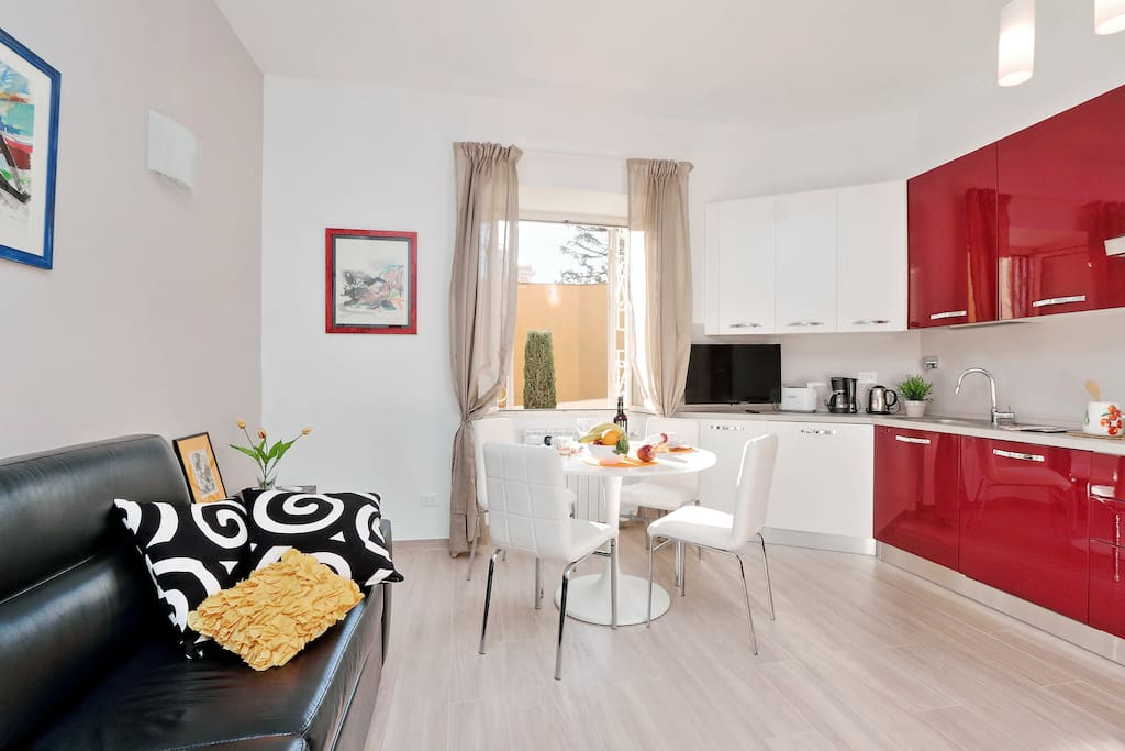Rome Vacation Rentals Tasso: the sofa is a pull out coach that sleep 2 people