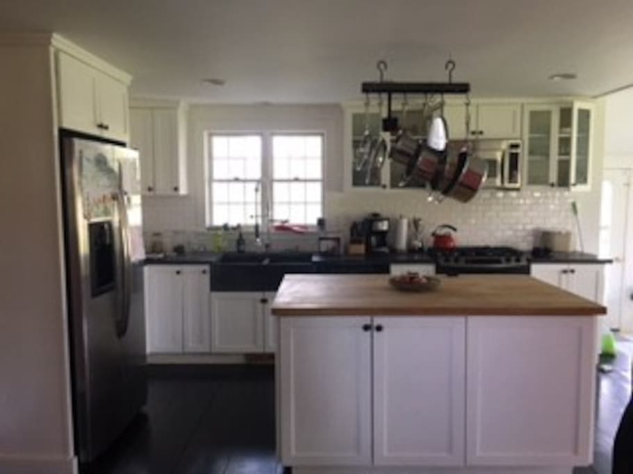 Kitchen which opens to dining area