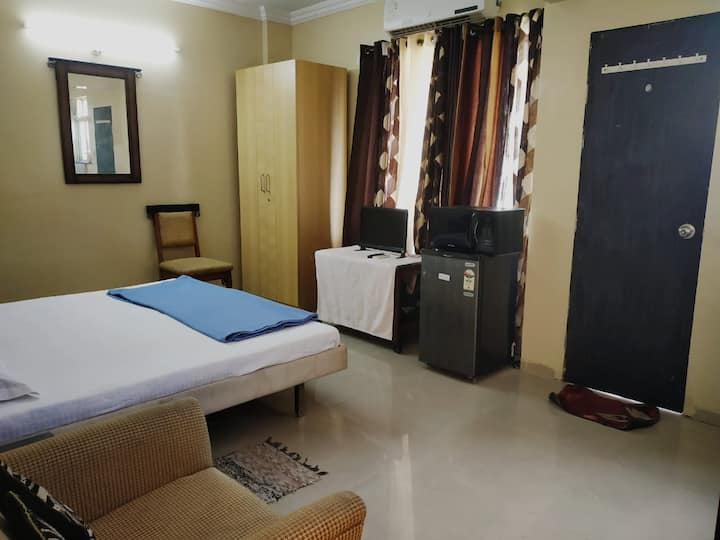 AC Cozy Studio apartment in Koregaon Park