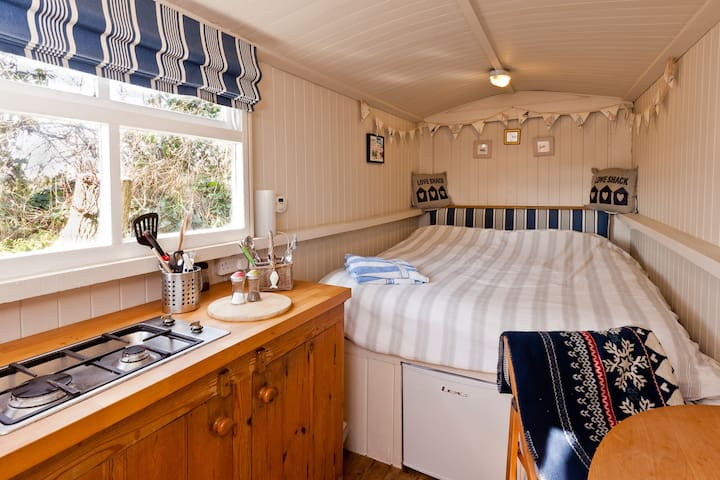 The Shepherds Hut,  Nr Polzeath. - Polzeath - Hut