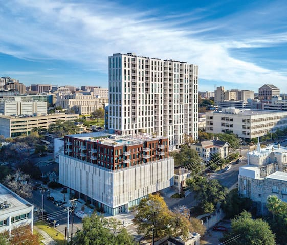 2 Bedroom Villa in the Heart of Downtown Austin