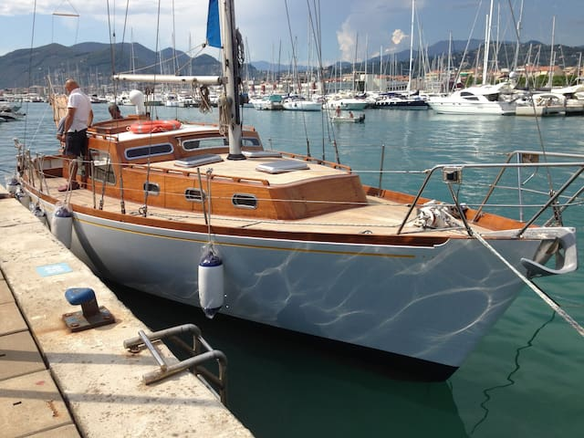 Boat & Breakfast on a Sangermani Yacht - Liguria - Chiavari