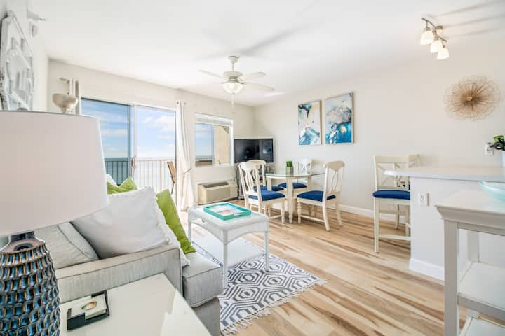 Gulf Front Condo, Private Beach OPEN PerdidoSkye24