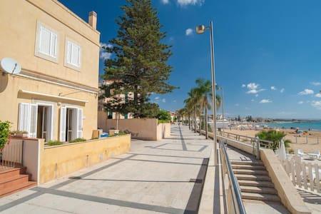 Apollo, apartment facing the beach - Marina di Ragusa