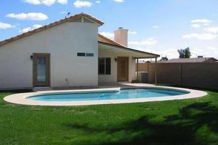 3BDRM House sleeps 5 w/pool *No Pets & No Smoking* - Chandler - House