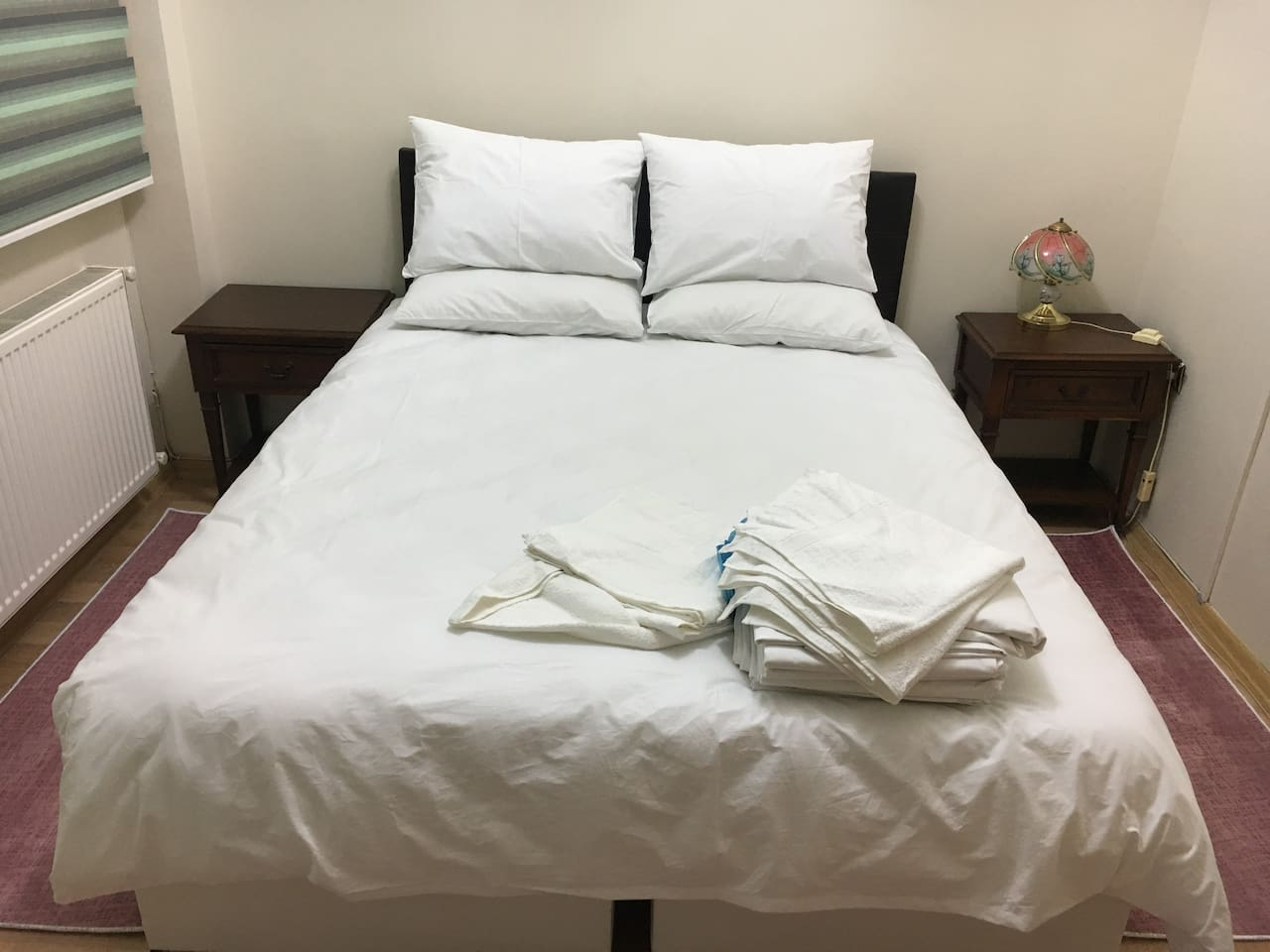 Spare bedding and clean towels available.