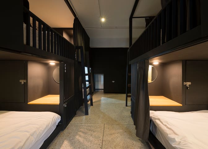 8 Beds Lady Dormitory