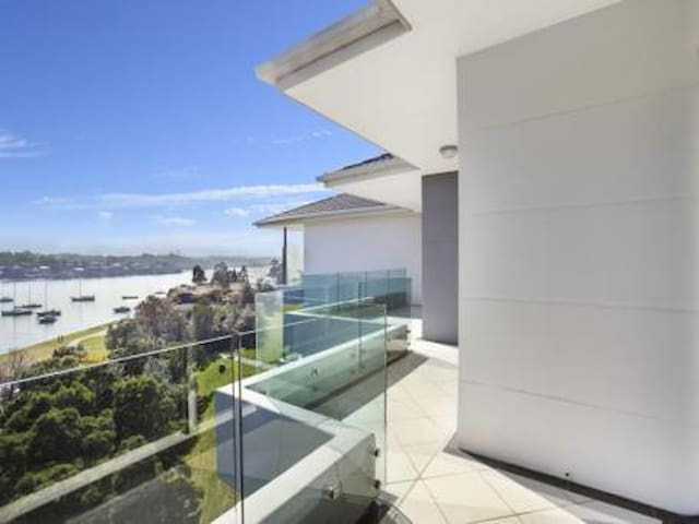 Water view apartment 15min to CBD private bathroom - Chiswick - Lejlighed