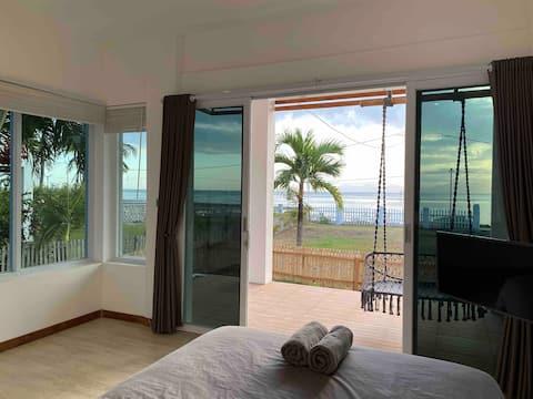 The Peak - ocean front room