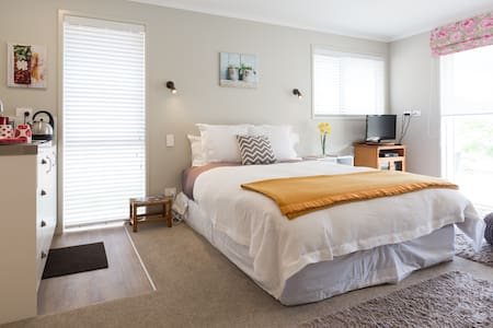 CUTE 'n' COSY - Private Studio! - Queenstown