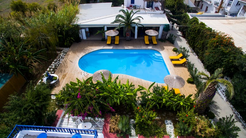Rooms for 2 with pool and breakfast, Parikia Paros - Paros - Bed & Breakfast