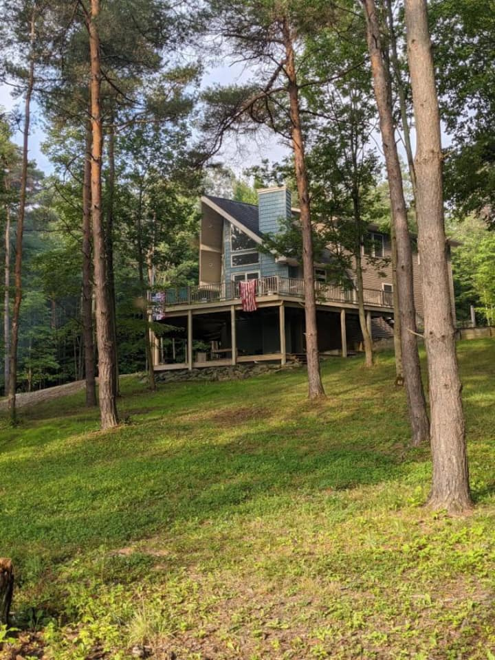 Chalet - 100 acres, ponds, ATV trails, hunt stands