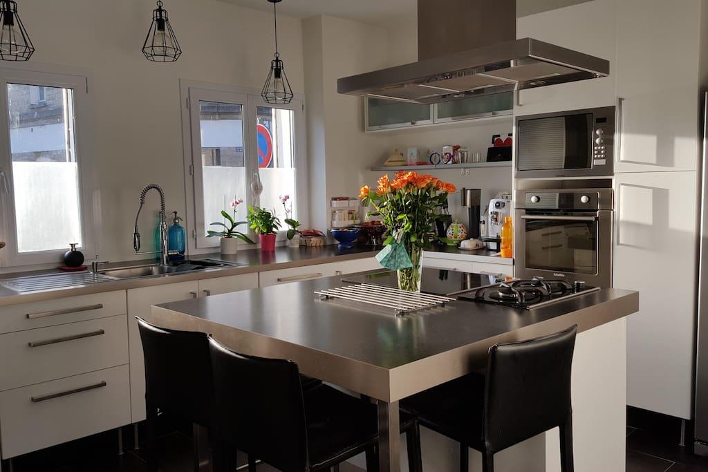 La cuisine spacieuse et équipée