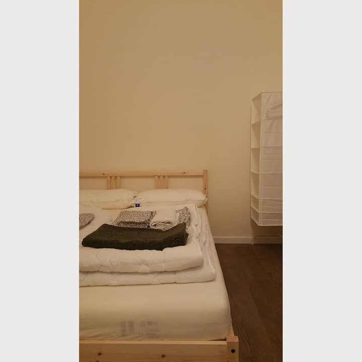 Private Room in Central City West / 3