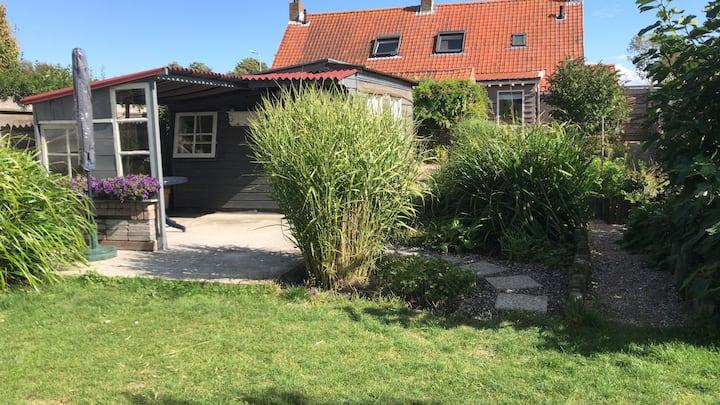 Huisje in het midden van Schouwen-Duiveland