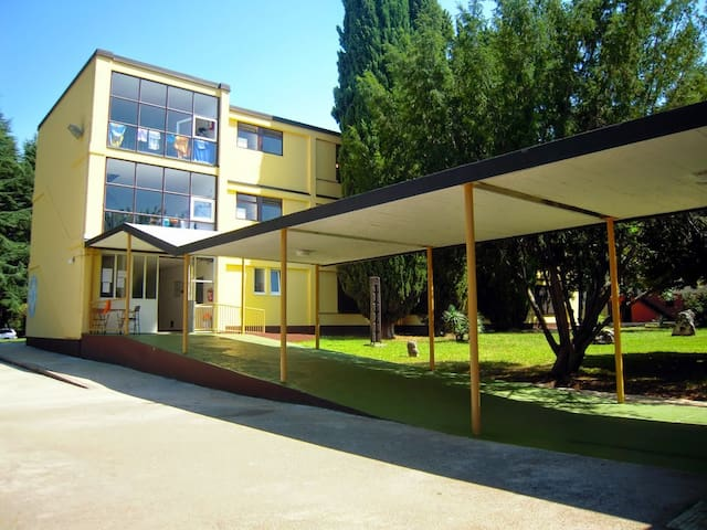 Youth resort (hostel) Pinesta Novigrad - Novigrad - Vakantiewoning