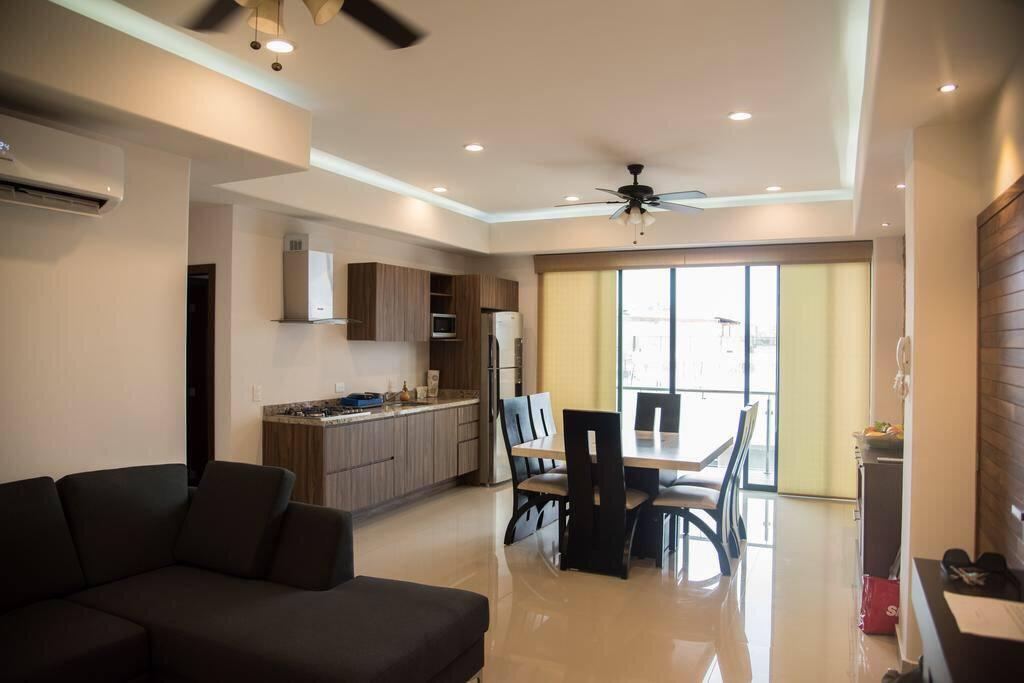 Sala, comedor y cocina.