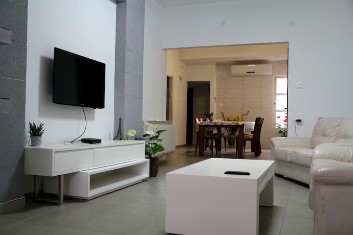 A 120 square meters cosy apt ! 25 min from TLV !!! - Petah Tikva - Apartament