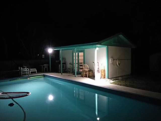 Cozy Pool House Close to Beaches - Jupiter