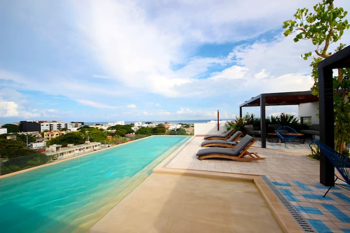 Apartment near the beach, rooftop, pool, sea view.