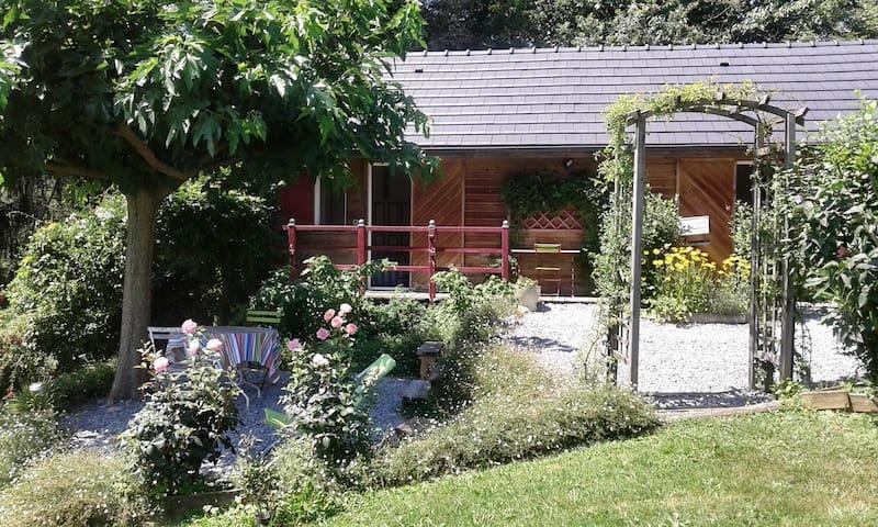 Petite maisonnette avec jardin au calme - Gan - Chalet