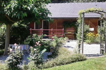 Petite maisonnette avec jardin au calme - Chalet