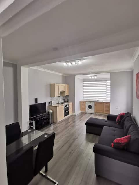 Entire serviced apartment one bed sleeps four
