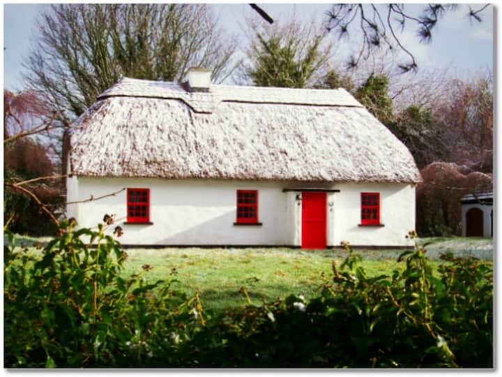 Lough Derg Thatched Cottage