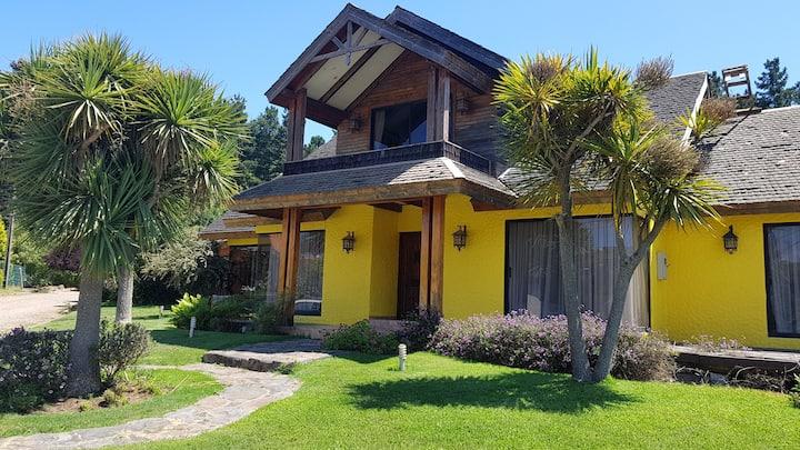 Casa Pingueral, con Piscina, equipada 10 personas.