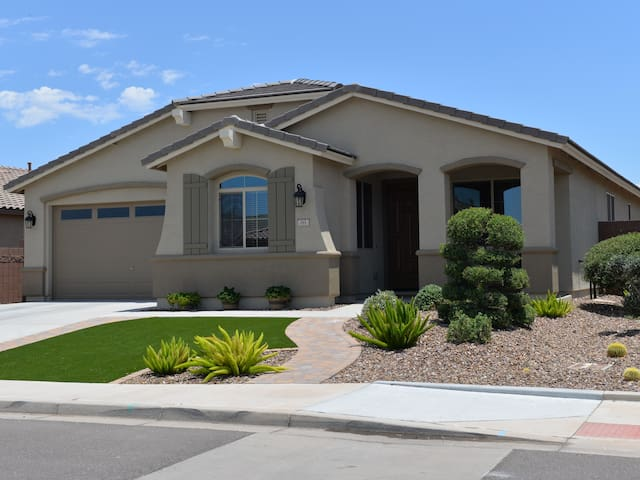 Beautiful Queen Creek home with Private Pool - San Tan Valley - House