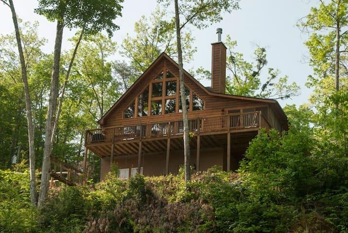 Hunton's Cabin at Lands Creek Log Cabins