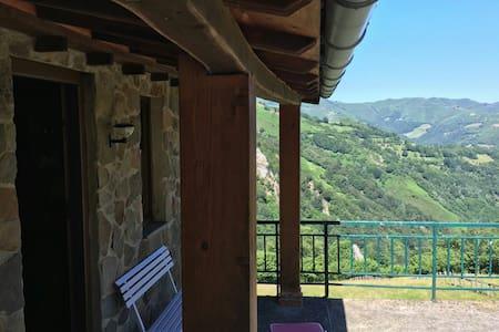 Cabaña autosuficiente falda PeñaMea - Pola de Laviana _ Fresnedo  - Sommerhus/hytte
